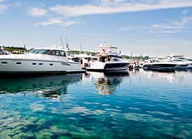 5 Reasons to Drop Everything and Move to This Northern Michigan City Harbour Ridge style=