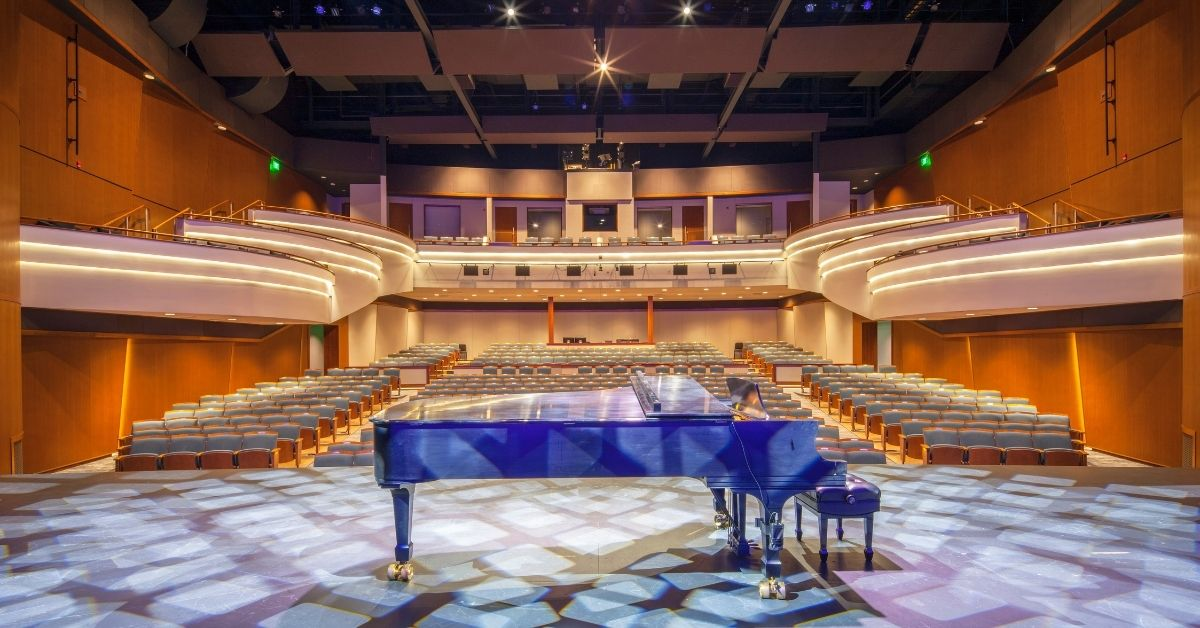 Picture of piano on a stage at Great Lakes Center for the Arts